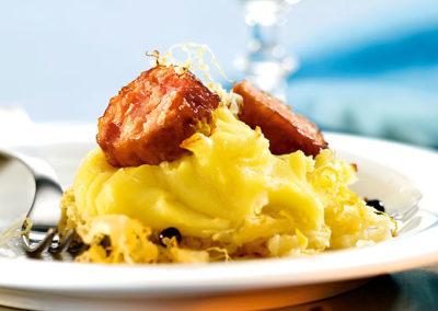 Ofenguck mit Sauerkraut und Saucissons